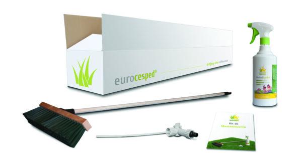 Manutenzione prati in erba sintetica